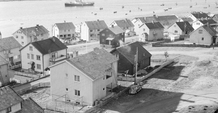 Byvandring i gjenreisningsbyen Vadsø.